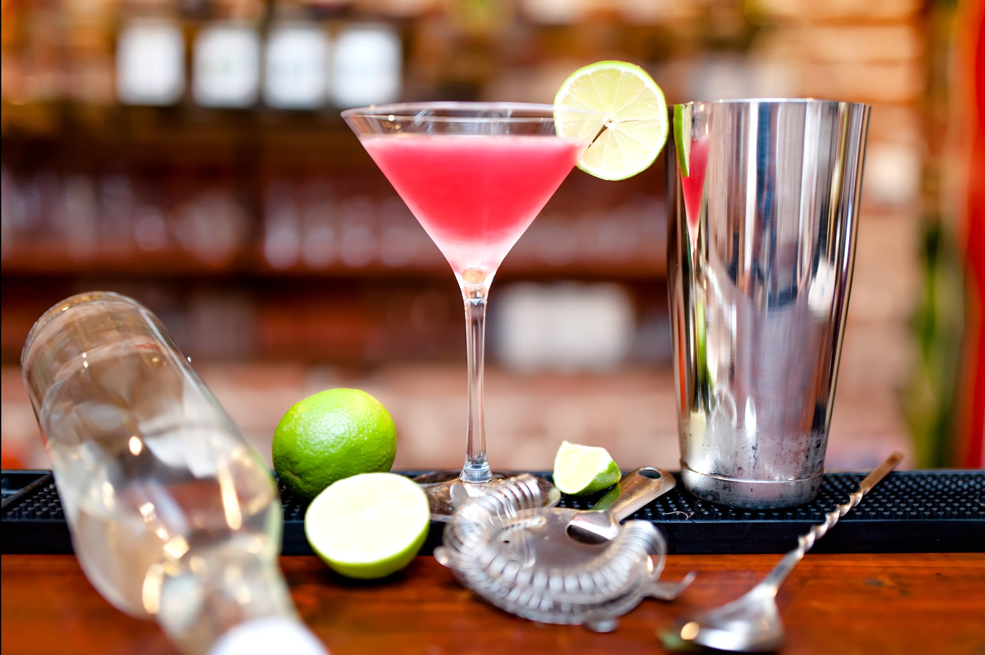Barbie Drink, Cocktail Drinks, Pink Alcoholic drinks #barbiecocktailrecipe